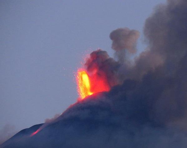 etna new eruptive style02